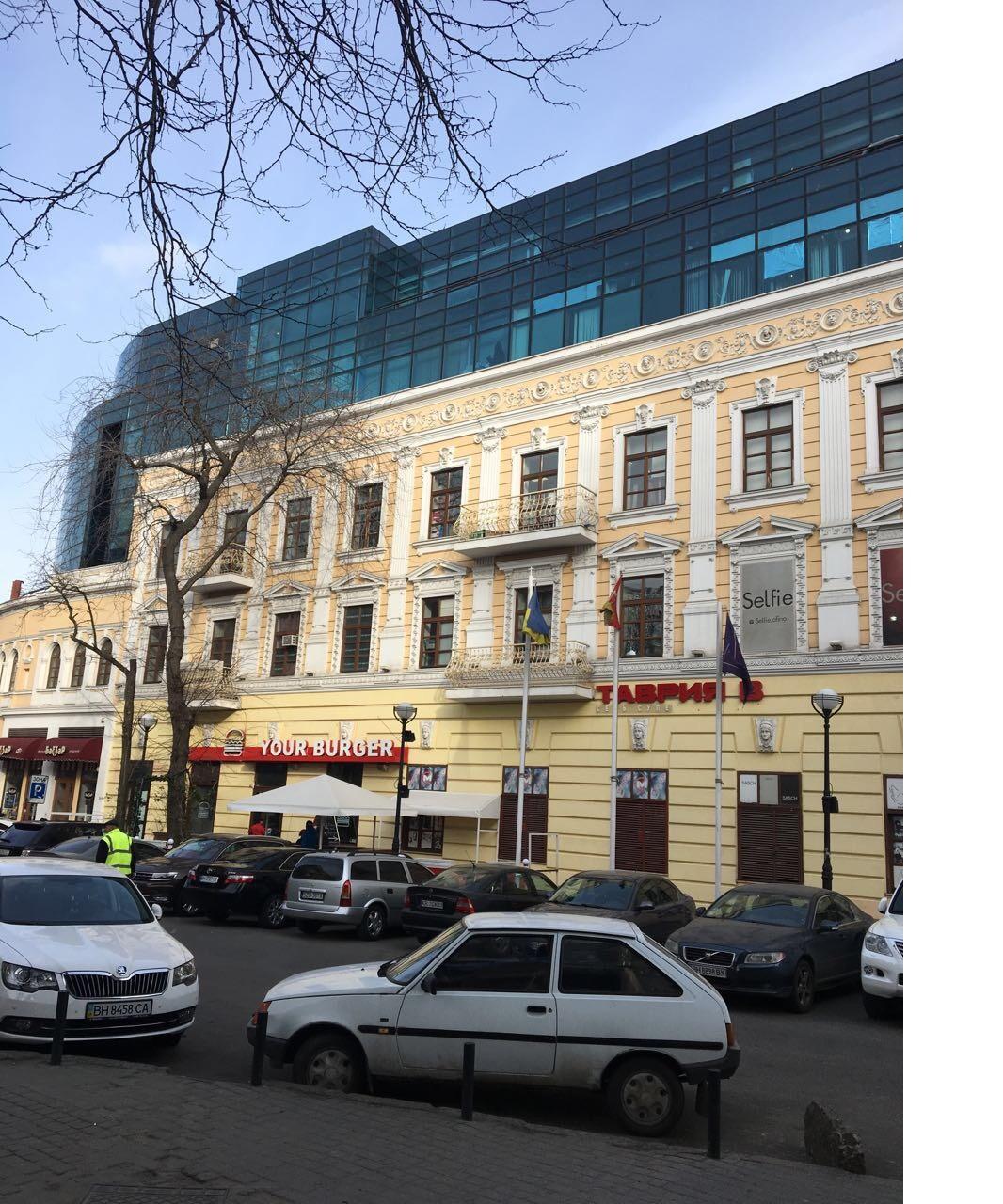 Офісні приміщення в м. Одеса, площа Грецька, буд. 3/4, загальною площею 68,6 кв. м