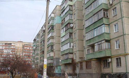 Пул активів*, що складається з майнових прав на нерухоме майно, а саме: Майнові права на квартиру, реєстраційний №1532405951101,  заг. площею. 47,1 кв.м.,. за адресою:  Одеська обл., м.Одеса, провулок Басейний 3, будинок 19, квартира.2 (3081287); Майнові права на квартиру, реєстраційний №1711185251101, заг. площею 47,9 кв.м., за  адресою: Одеська обл., м. Одеса, вулиця Філатова академіка, будинок 33 б, квартира 39 (3081354); Майнові права на квартиру, реєстраційний №1804621553101,  заг. площею 34,6 кв.м., за адресою: Полтавська обл., м. Полтава, вулиця Головка, будинок 6, квартира 225 (3081388); Майнові права на чотирикімнатну квартиру, реєстраційний №1872786451101, заг. площею 82,1 кв.м., за  адресою: Одеська обл., м. Одеса, вулиця Вільямса академіка, будинок 60/1, квартира 107 (3081409); Майнові права на нежиле приміщення, реєстраційний №1585772912101, заг.пл. 99,9 кв.м. за адресою: Дніпропетровська обл., м.Дніпро, проспект Яворницького Дмитра (проспект Маркса Карла), буд.10, приміщення 23 (3081318). *(3081287) - Згідно довідки від 23.07.2018р. зареєстрована повнолітня особа. На нерухоме майно накладено арешт. Банком подано позовну заяву про захист права власності шляхом звільнення майна з під арешту .Позовну заяву прийнято до розгляду, справа № 522/10170/18  Зупинено провадження до набрання законної сили судовим рішенням, винесеним за розглядом справи № 522/29620/13-ц  АТ «Дельта Банк» про звернення стягнення на предмет іпотеки у рахунок погашення боргу. Провадження поновлено, призначено до судового розгляду 25.11.2020р. Справа № 522/29620/13-ц про скасування заочного рішення. Банком  24.12.2019р подано касаційну скаргу. 21.09.2020р. відмовлено у відкритті касаційного провадження. 30.01.2020р. ухвала  про скасування заочного рішення про звернення стягнення на предмет іпотеки у рахунок погашення боргу. Рішення набрало законної сили 31.01.2020р. (3081354) - Згідно з довідкою від 31.01.2019р. зареєстровані особи,  в  т. ч. малолітня дитина 2016р.н.Щодо виселення та 