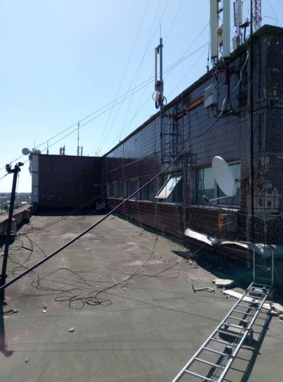 Частина даху 9-ти поверхової будівлі, площею 13.4 кв. м